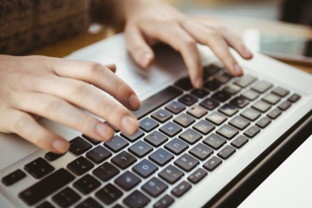 ชื่อรูป: Touch type ประกอบเนื้อหา: งานตำแหน่งพนักงานคีย์ข้อมูล (Data Entry) คืออะไร ? ทำอะไรบ้าง