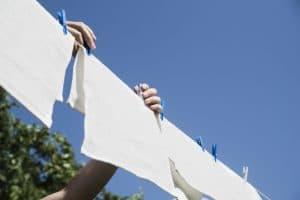 ชื่อรูป: Tips for washing clothes to smell good all day 04 300x200 ประกอบเนื้อหา: 5 เคล็ดลับซักผ้าอย่างไรให้มีกลิ่นหอมตลอดทั้งวัน
