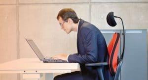 ชื่อรูป: Sitting position 01 300x163 ประกอบเนื้อหา: ท่านั่งทำงานผิด ๆ ที่คุณอาจทำโดยไม่รู้ตัว ต้องรีบเปลี่ยนทันที