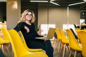 ชื่อรูป: Sitting position 05 300x200 ประกอบเนื้อหา: ท่านั่งทำงานผิด ๆ ที่คุณอาจทำโดยไม่รู้ตัว ต้องรีบเปลี่ยนทันที